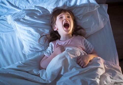 Síntomas de los terrores nocturnos: grito de angustia